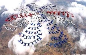 ๒ สถิติโลกที่ถูกสร้างขึ้นในวันมหามงคล ครองราชย์ครบ ๖๐ ปี! คนกล้ากว่า ๓๐ ชาติมาร่วม!!