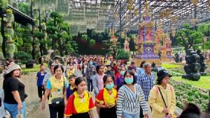 """อบจ.ลพบุรีหนุน """"ไทยเที่ยวไทย"""" นำนักศึกษา 8,000 คน ตะลุยสวนนงนุชพัทยา"""