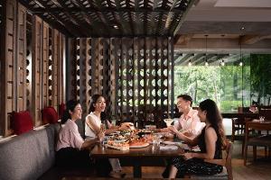 """โปรโมชั่นบุฟเฟ่ต์สุดพิเศษ """"มา 4 ลด 25%"""" ณ โกจิ คิทเช่น + บาร์ โรงแรมแบงค็อก แมริออท มาร์คีส์ ควีนส์ปาร์ค"""