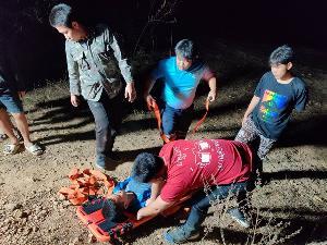 โล่งอก! เด็ก นร.ชาย 3 คน เที่ยวน้ำตกแม่ปู พลัดหลงเข้าป่า จนท.ระดมค้นหาค่อนคืนจนเจอ