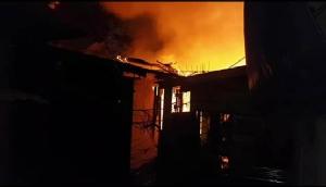ระทึกกลางดึก!ไฟไหม้ชุมชนคลองขวางย่านพระราม3 วอด 30 หลังคาเรือน