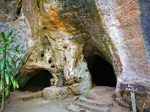 ปากทางเข้าถ้ำหลวงแม่สาบ