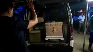 """ศพ """"น้องต่าย"""" เหยื่ออดีตสามีโหดบุกยิงในห้างฯ กลางกรุงถึงบ้านเกิด พ่อแม่ร่ำไห้แทบขาดใจ"""