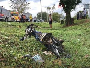ชายสูงวัยชาวพัทลุงขับ จยย.ตัดหน้ารถกระบะถูกชนอย่างจังจนเสียชีวิต