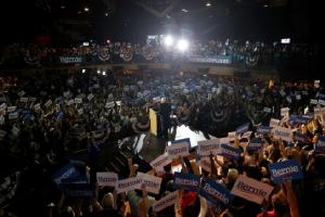 "In Clip: ""เบอร์นี แซนเดอร์ส"" ชนะเลือกตั้งหยั่งเสียงรอบแรกในรัฐเนวาดา หลังได้แรงส่งจากอเมริกันเชื้อสายละติน"