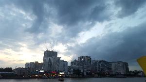 กรมอุตุฯ ระบุ อากาศยังเย็นทั่วไทย ลมแรงพัดหมอกควัน-ฝุ่นละอองลดลง