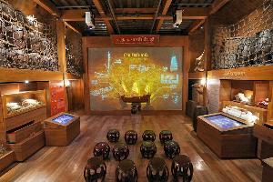 """สักการะพระเจ้าตากสินฯ ที่ """"เรือเจิ้งเจา"""" ไอคอนสยาม พิพิธภัณฑ์ลอยน้ำหนึ่งเดียวในเมืองไทย"""