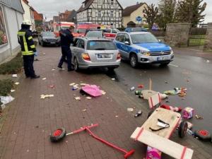 ระทึก! จงใจขับรถพุ่งชนขบวนพาเหรดคาร์นิวัลเยอรมนี เจ็บระนาวกว่า 30 คน