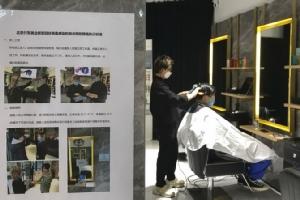 ลำบากลำบน! โควิด-19 ทำร้านตัดผมจีนให้บริการลูกค้าอย่างทุลักทุเล