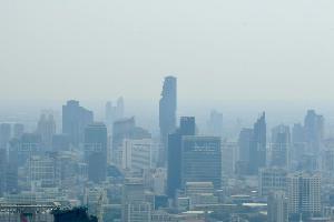 อากาศจม! ฝุ่นพิษ PM 2.5 กทม.-ปริมณฑล เกินมาตรฐาน 62 จุด กระทบต่อสุขภาพ ควรสวมหน้ากากอนามัยป้องกัน