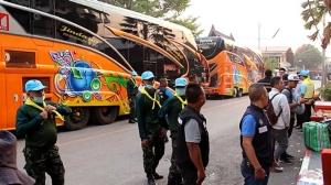 จัดรถบัสทยอยส่งผู้โดยสารตกค้างที่สถานีปากท่อ