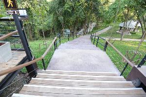 เส้นทางสัญจรใน อช. น้ำตกเจ็ดสาวน้อย (ภาพ : เพจ สำนักอุทยานแห่งชาติ)