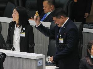 """""""บิ๊กตู่""""ขอบคุณสภา-คนไทย ให้โอกาสชี้แจง ย้ำปฏิรูปไปด้วยกันทุกมิติ ขออภัยหากมีถ้อยคำรุนแรง"""