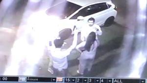 อุกอาจ! สองชายกร่างชักปืนยิงขึ้นฟ้าสนั่นกลางเมืองลำปาง ปลอกกระสุน 9 มม.เกลื่อนถนน