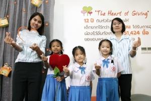"""สัญลักษณ์แทนคำขอบคุณ! มูลนิธิศุภนิมิตฯ มอบโล่  """"The Heart of Giving ปลูกหัวใจแห่งการให้"""" ปีที่ 12"""