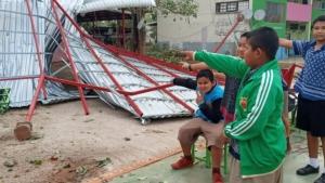 พายุฤดูร้อนถล่ม 5 อำเภออุดรฯ เสียหายหนัก เสาไฟฟ้าโค่นบ้านเรือนเสียหายยับ