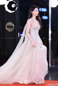 ซ่อนรูปไม่เบา! นักแสดงสาวจากซีรีส์ Itaewon Class กับทรวดทรงสุดเร้าใจ