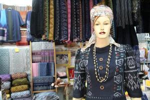 """ร้าน """"แววผ้าไทย"""" ตลาดผ้านาข่า แหล่งรวมผ้าไทยจากทั่วประเทศ ของดีเมืองอุดร"""