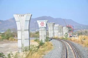 """รถไฟทางคู่ """"มาบกะเบา-ชุมทางถนนจิระ"""" สร้างเร็วกว่าแผน ยันเสร็จปี 65 ตามกำหนด"""