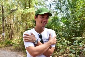 """""""อเล็กซ์ เรนเดลล์"""" ชวนเที่ยวรักษ์โลก นำน้อง ๆ เก็บขยะในโครงการ """"กอดป่ากอดทะเล"""" ที่กระบี่"""
