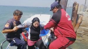 ระทึก!! นักท่องเที่ยวถูกคลื่นซัดกลางทะเล โทร.แจ้งเจ้าหน้าที่ช่วยปลอดภัย