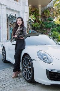 """""""โดนัท UK"""" หญิงเก่งแห่งวงการรถยนต์หรูนำเข้า กับประสบการณ์การนำธุรกิจก้าวขึ้นสู่ระดับแนวหน้า"""