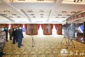 ประธานาธิบดี สี จิ้นผิง พบปะให้กำลังใจเจ้าหน้าที่การแพทย์ผ่านจอภาพวิดีโอที่โรงพยาบาลในอู่ฮั่น ระหว่างตรวจการการควบคุมการระบาดไวรัสโคโรนาสายพันธุ์ใหม่หรือโควิด-19 ในเมืองอู่ฮั่น มณฑลหูเป่ยเมื่อวันที่ 10 มี.ค. (ภาพ ซินหัว)