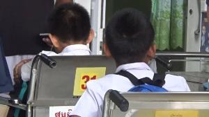 รถตู้รับ-ส่งนร.อนุบาล ชนเสาไฟฟ้า เด็กเจ็บระนาว