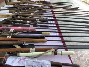(ชมคลิป) โปลิศมหาสารคามยึดปืนเถื่อนกว่า 50 กระบอก เฉพาะสั่งซื้อออนไลน์ 8 กระบอก