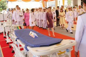 กรมหลวงราชสาริณีสิริพัชร เสด็จฯแทนพระองค์  ไปพระราชทานเครื่องมือแพทย์ ตามโครงการราชทัณฑ์ปันสุขฯ แก่เรือนจำเป้าหมายแห่งที่ 18