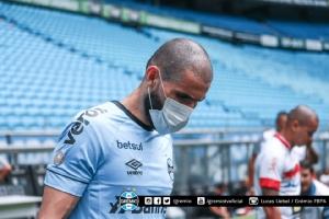 ที่นี่บราซิล! ทีมดังประท้วงสวมหน้ากากลงสนาม หลังลีกไม่เลื่อนหนีโควิด-19
