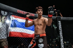 """รู้จัก """"ครูตอง"""" ยอดนักสู้ ONE ผู้นำกีฬา MMA ให้คอหมัดมวยเมืองไทยรู้จักมากขึ้น"""
