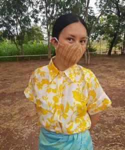 """เก๋ๆ ป้องกันโควิด-19 """"ตู๋ตี๋-นัทธนุช"""" พี่สาว """"เคน-ธีรเดช"""" ผุดไอเดียทำหน้ากากผ้าจากผ้าไทย"""