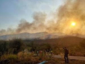 ไฟไหม้ซ้ำป่าใกล้บ้านพักศาลตีนดอยสุเทพ ระดม จนท.200 นาย พร้อม ฮ.บินดับยังเอาไม่อยู่