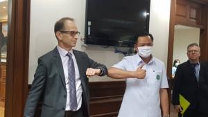 WHO ห่วงผู้ป่วยโควิด-19 ไทยเพิ่มขึ้น ย้ำทุกคนต้องรักษาระยะห่าง 1 เมตร