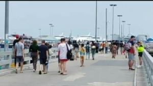 ไม่กลัวโควิด-19!! นักท่องเที่ยวไทย-เทศยังแห่ไปเกาะล้าน ท่ามกลางการคัดกรองเข้ม