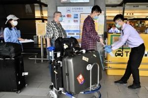 ไต้หวันสุดโหด! ปรับ 1 ล้าน พลเมืองกลับจากอาเซียนฝ่าฝืนคำสั่งกักโรคโควิด-19 อยู่ที่บ้าน