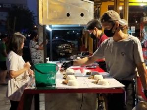 """""""เสี่ยต่อ"""" โรงสีศรีไทยใหม่เป็นโต้โผทำข้าวห่อแจกคนตกงานโควิดถึง 12 เมษาฯ"""