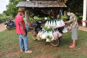 หนุ่มใหญ่รับทรัพย์วันละ 2 พันบาท ขี่รถพุ่มพวงเร่ขายอาหารถึงกระไดบ้าน
