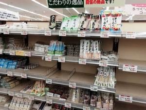 """โควิดขย้ำโตเกียว ผู้ว่าฯ ชี้อาจต้อง """"ปิดเมือง"""""""