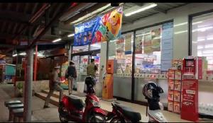 โจรหนุ่มควงมีดสปาต้า บุกจี้ร้านสะดวกซื้อย่านงามวงศ์วาน
