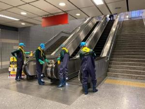รฟม.ระดมพ่นน้ำยาฆ่าเชื้อสถานีรถไฟฟ้า MRT อย่างต่อเนื่อง