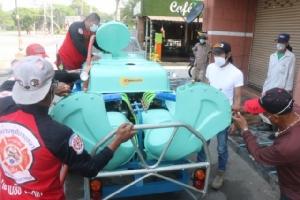 """""""ชัช ตลาดไท"""" ควักเงินซื้อรถฉีดพ่นน้ำยาฆ่าเชื้อโควิด-19 ช่วยเหลือพี่น้องประชาชนชาวกรุงเก่า"""