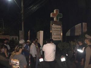 ชาวบางบอนผวาโควิด-19 กดดันสถานพยาบาลนำผู้ป่วยออกจากพื้นที่