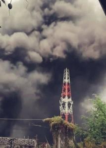 จลาจลคุกบุรีรัมย์ยังไม่คลี่คลาย เผาเสียหายอื้อ ตายแล้ว 1 เร่งย้ายนักโทษไม่ร่วมก่อเหตุ 2,000 คน
