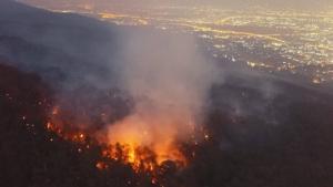ไฟไหม้ป่าดอยสุเทพลามหนักแทบจ่อตีนบันไดวัดพระธาตุ-มือเผายังลอยนวล