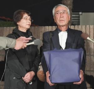 """โควิดไร้ปรานี """"ชิมูระ เคน"""" ตายแล้วยังไม่เห็นศพ ญาติได้รับแค่อัฐิ"""