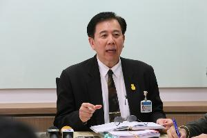 """""""หมอเฉลิมชัย"""" เตือนคนไทยยังไม่หยุดออกจากบ้าน มิ.ย.อาจติดเชื้อทะลุ 9 แสนคน"""
