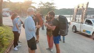 นักท่องเที่ยวแห่เข้าเกาะช้าง หลังท้องถิ่นประกาศปิดพื้นที่กันโควิด-19 บุกเกาะ 5 เม.ย.นี้