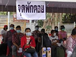 แรงงานไทยในมาเลย์ยังทะลักกลับไทยผ่านด่านพรมแดนสะเดากว่า 800 คน
